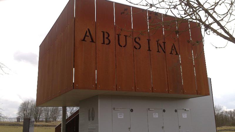 Abusina_Eingang