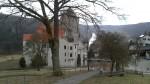 Schloss Prunn: stolz erhebt es sich ueber das Tal